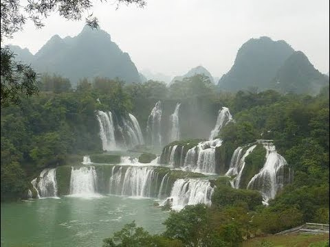 LIVE: Tour of a Vietnamese bazaar near the gorgeous Detian waterfall in South China.