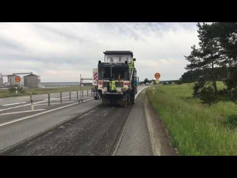 Wirtgen W210i presses milling tooth into Swedish highway E22 at Svevias working cite