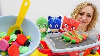 Spielzeugvideo für Kinder - Nicole organisiert eine Grillparty für die Pyjamahelden