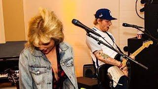"""Taylor Swift & Ed Sheeran Sing Karaoke Duet To """"...Baby One More Time"""""""
