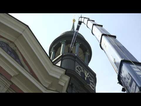 So klingt Hamburg – Hochziehen der Glocken