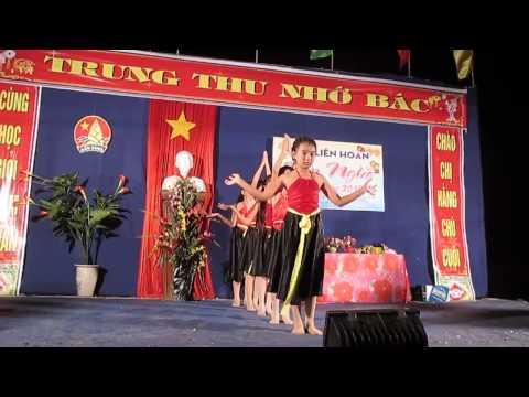 """Tiết mục múa """"Đi cấy"""" của thiếu niên chi đội Nguyễn Bá Ngọc - Trung Thu Xuân Trung 2013"""
