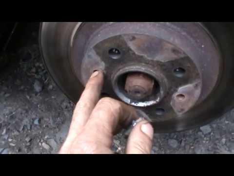 Как снять прикипевший тормозной диск со ступицы видео