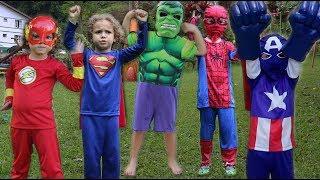 CADU VESTINDO FANTASIAS DE SUPER HERÓIS SPIDERMAM, FLASH, HULK E OUTROS (Super Hero Costumes)