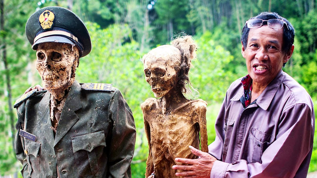 Download LIVING A WEEK with the DEATH TRIBE of Indonesia