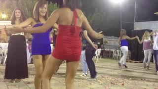 Roman düğününde iki mini etekliden İNANILMAZ dans show Kaçırmayın