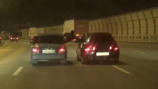Мужика на КАД СПб разрывают машинами, Что бывает если чтото понадобилось в соседнем авто, цирк уехал