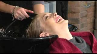 Лечение волос огнем(Лечение волос огнем — хит сезона в салонах красоты. Во время обжига кончики волос «запечатываются», что..., 2010-10-20T11:54:30.000Z)