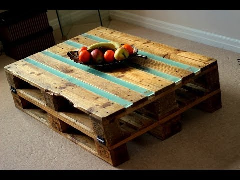 Diy pallets coffee table youtube for Table basse palette