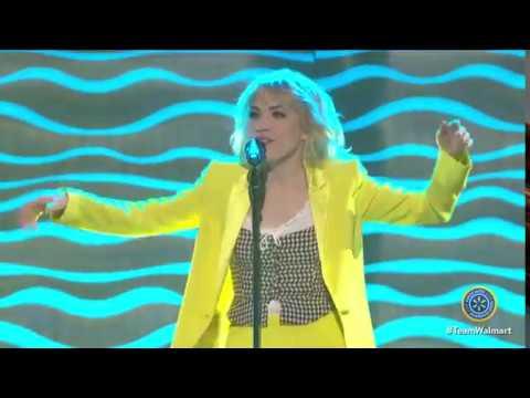 Carly Rae Jepsen - I Really Like You & Call Me Maybe Live @ Walmart Associates (02/06)