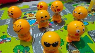 Mainan Boneka Emoji Smile Funny Emoticon Spring Doll LED Dashboard Lucu
