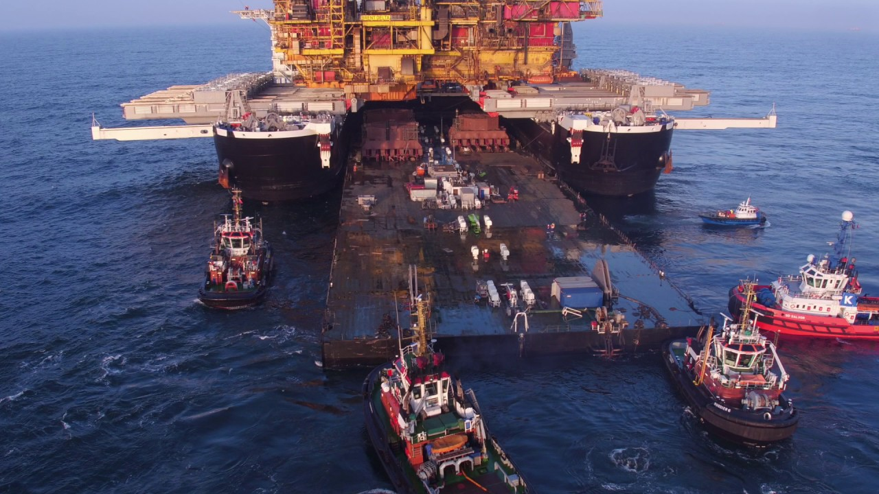 Pioneering Spirit removing the Brent Delta topsides HD