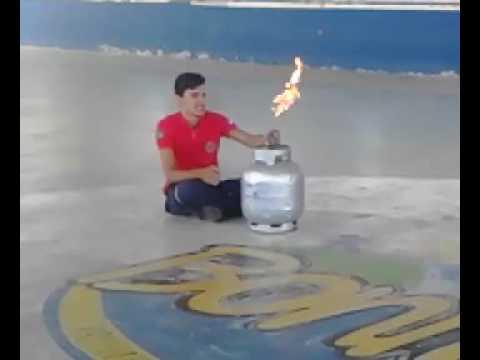 Bombeiro Civil combate incêndio