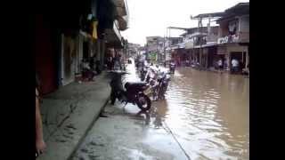 INUNDACION EN PUERTO ASÍS PUTUMAYO. calle mocha 26 de julio de 2013