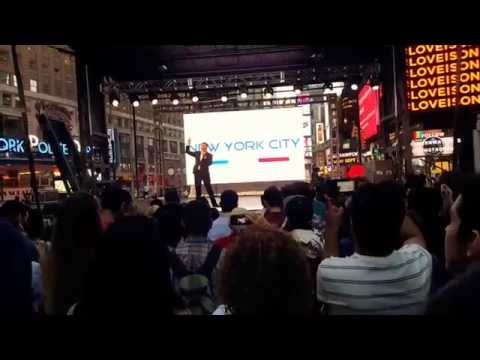 NEW YORK, NEW YORK by David Serero LIVE ON TIMES SQUARE