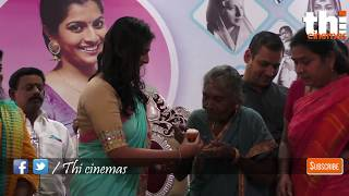 புருஷன் அடிச்சா நீங்க என்ன பண்ணனும் | Actress Varalaxmi Women's Day Celebration on Her Birthday