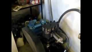 Компрессор с холодильной установки советского производства на 220 вольт.