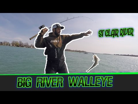 BIG RIVER WALLEYE JIGGING!