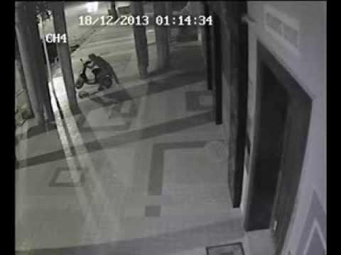 محاولة سرقة درّاجة ناريّة من أمام مقهى روتانا