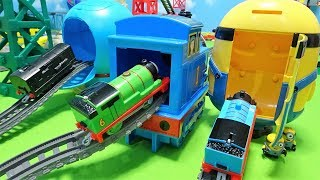 Thomas Spo Spo go into the Thomas,Doraemon and Minion!Gabu Gabu crocodile!for kids!yupyon