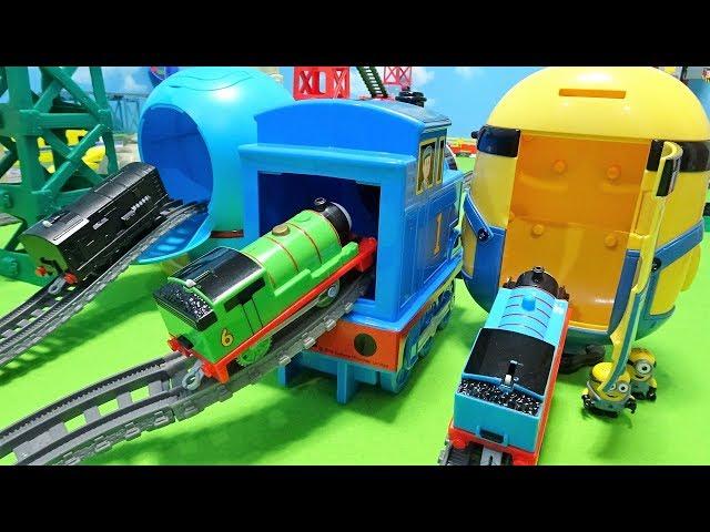 Thomas Spo Spo go into the Thomas,Doraemon and Minion!Gabu Gabu crocodile!for kids!yupyon