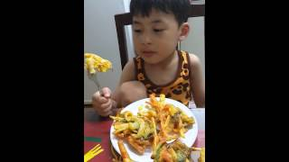 카레야채 튀김 먹는 은호