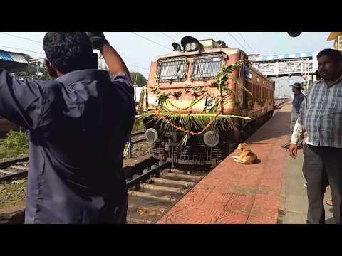 INDIAN RAILWAYS | Loco Coupling of 22152 | KZJ-PUNE SF EXPRESS at Daund Jn on its Inaugural Run
