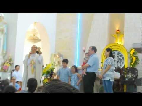 Một gia đình từ Scotland về VN làm chứng nhân Lòng Thương Xót Chúa trưa 12.7.2012