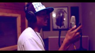 "Ync- ""Motto"" Freestyle In Studio Performance @TheRealYnc"