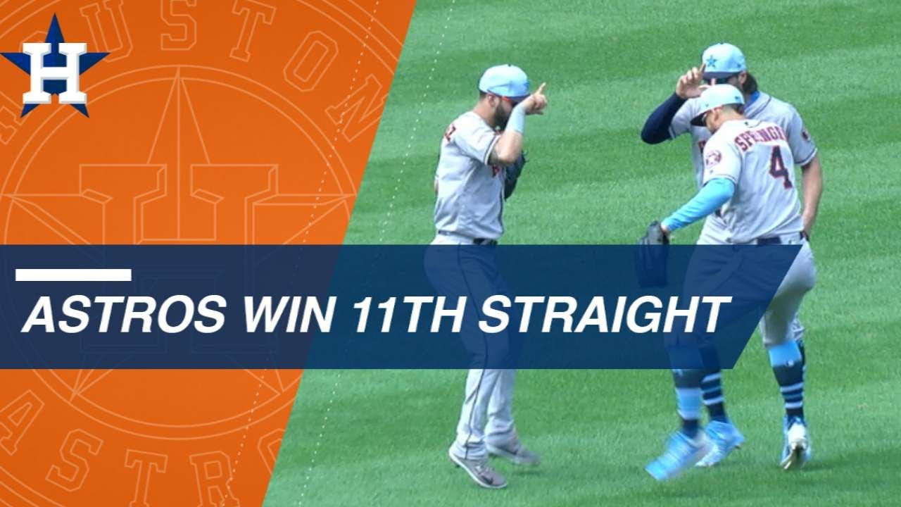 Astros beat Royals to win 11th straight and finish road trip 10-0