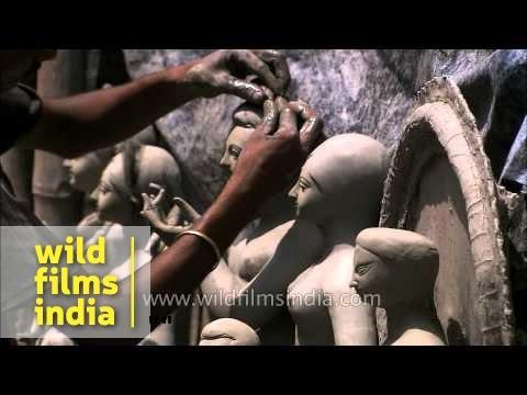 Sculptor working on clay idol - Kumortuli