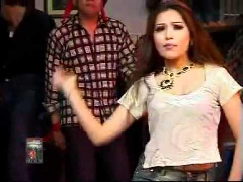 Pakistani University Girl Dance With MAHI MAHI...