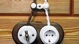 электрика в деревянном доме своими руками видео