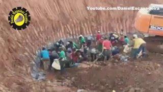 Repeat youtube video Coisa de louco - Homens x Escavadeira no garimpo!