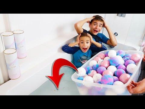 on-met-100-bath-bombs-dans-la-baignoire-!!!-incroyables-bombes-de-bain-effervescentes-☄️