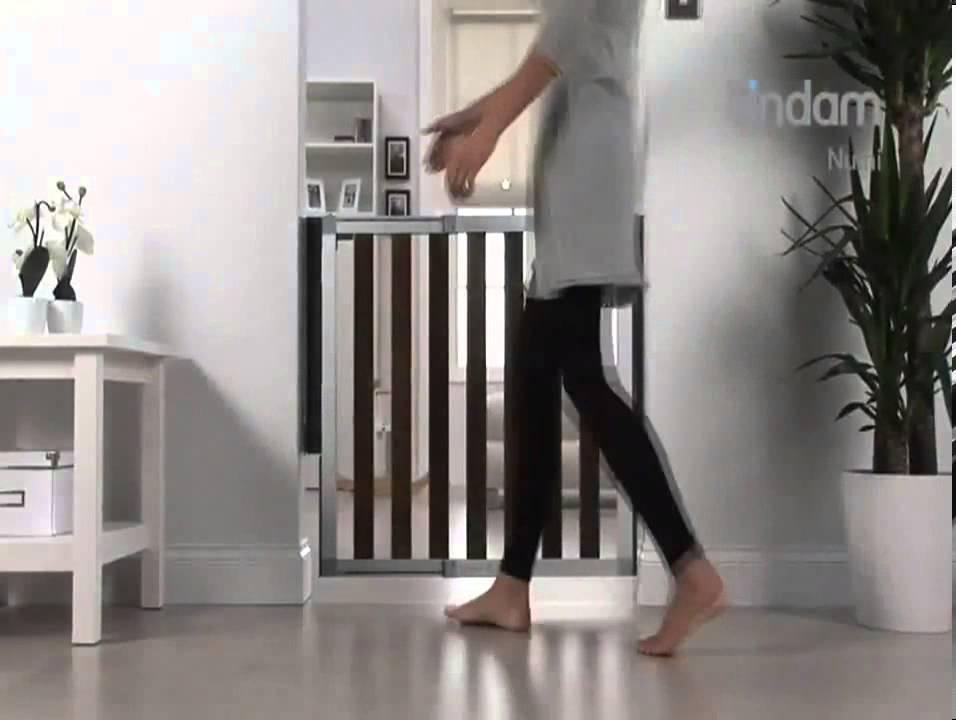 lindam numi / numigate hout / aluminium traphekje bij babyveilig.nl