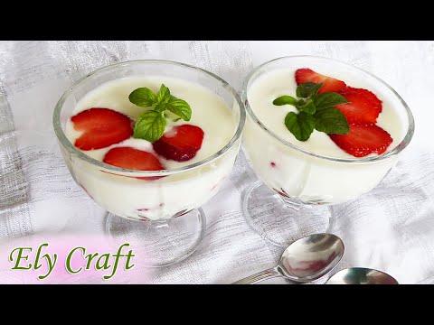 Десерт с кисело мляко и ягоди