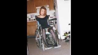 chica sexy en silla de ruedas