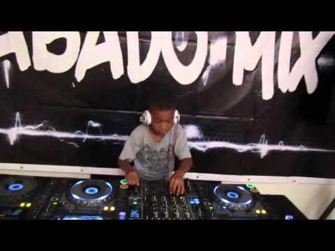Dj Valdemar performing Sabado Mix  Cabinda