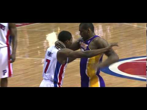 Metta World Peace flagrant foul on Brandon Knight