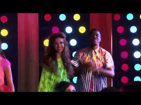 Violetta 2 - Los chicos cantan Ser Mejor en la fiesta