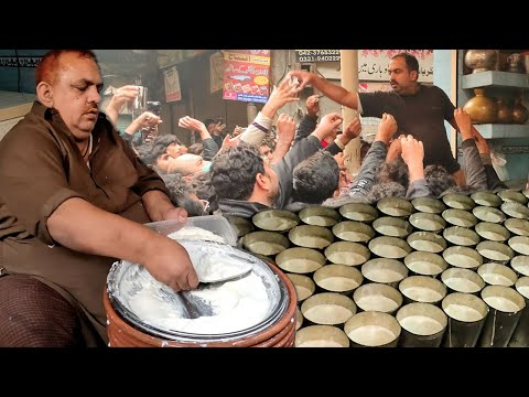 People Fight For Lassi | Famous Jeda Lassi in Lahore Food Street | Street Food Of Lahore Pakistan