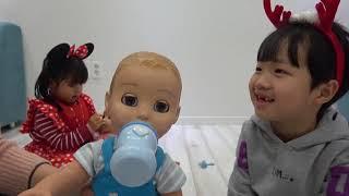 크리스마스 선물로 미니유니 귀여운 쌍둥이 동생 생기다? 동생 돌보기Two Luvabella/Luvabeau doll Unboxing 루바벨라 인형 리뷰-[Romiyu Story]