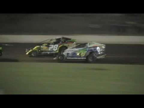 V8 Dirt Modifieds - Mr. Modified Round 2 - A-Main - Lismore Speedway - 25.02.17 - dirt track racing video image