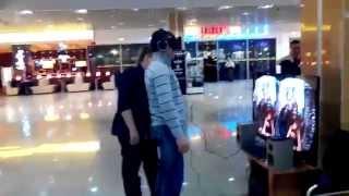 Шутник и Oculus Rift \ Oculus Rift Prank(Испытание новой игрушки Oculus Rift, очков виртуальной реальности прошло на ура) Кемеровская область, г. Новокуз..., 2014-04-22T18:57:52.000Z)