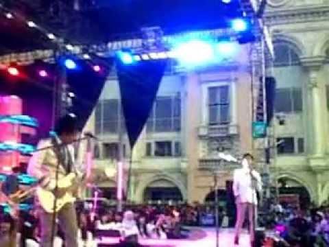 d'Masiv - Pergilah Kasih (konser istimewa).3GP