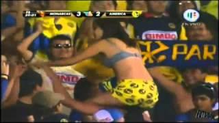 Repeat youtube video (HD) SEXY MUESTRA SENOS (SIN CENSURA) EN EL PARTIDO MONARCAS VS AMERICA 8 mayo 2011