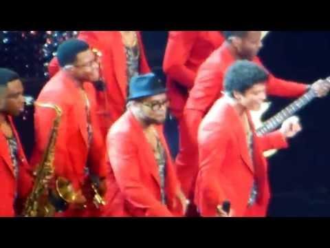 Bruno Mars - Treasure - Live in Washington - The Moonshine Jungle Tour