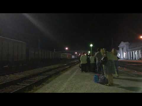 ЭП1П-049 с фирменным поездом №643 Кисловодск-Адлер прибывает на станцию Невинномысск