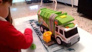 Le camion poubelle de nino
